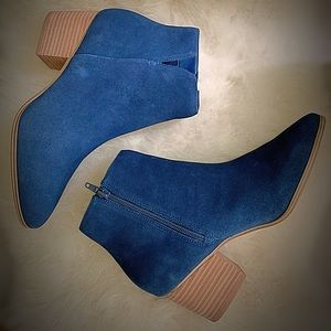 Super cute royal blue Aldo booties